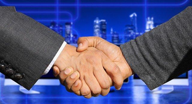 経営業務の管理責任者を外部から雇い入れる